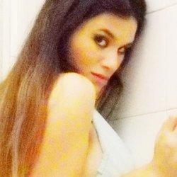 Manuela busca un hombre que le quite el aburrimiento