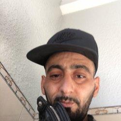 Hola soy marroquí vivo de barcelona buscando una chica quieres niños soy carpintero