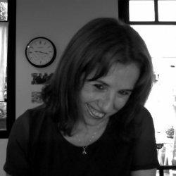 Soy una mujer profesional, independiente, atea, cálida, algo tímida.