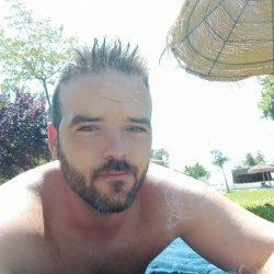 Busco chica para esporadico vivo solo en Lucena soy:moreno, ojos verdes, 1.72 de altura 69kilo y 34 año