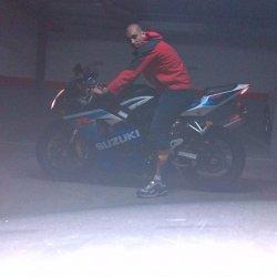 Me encantan las motos y naturaleza. Quieres conocerme?