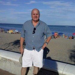 hombre apuesto de 61 años, 1,9o cm.Busco  amistad