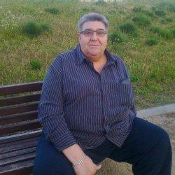 una mujer de 50a 55 años soltera oviuda