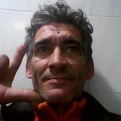 moreno con canitas cariñoso con un hij en Llíria, Valencia