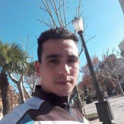 Hola, soy arabe chico de 25 años delgado ,,,, bus