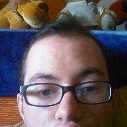 Soy guapo cariñoso soy alto pelo castaño ojos de color azul
