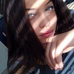 Carlota, 19