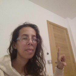 Soy una chica de 21 años estudiando en la universidad de santiago comunicación audiovisual   mis características fisicas la altura 1.60m estoy delgada 43kilos