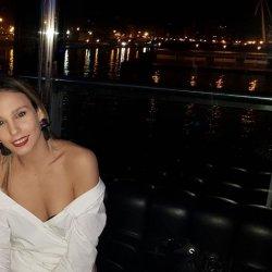 Estoy buscando una chica para pasar noches junto a mi pareja