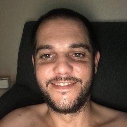 Soy chico joven de 32 años, buen cuerpo, moreno, ojos verdes